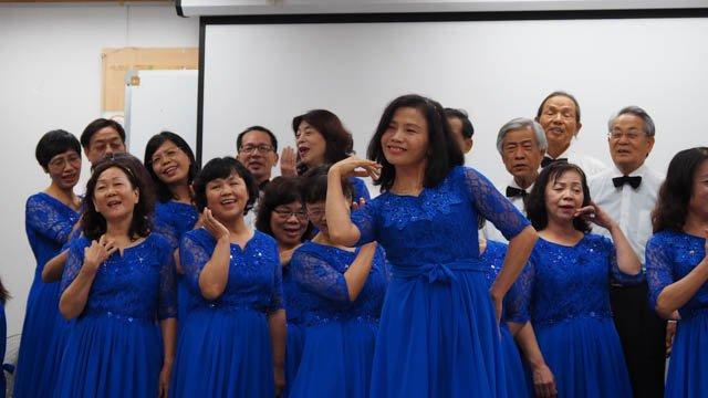 團員們即興演出曲目「望春風」