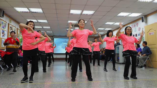 排舞社社員帶來活力四射的演出